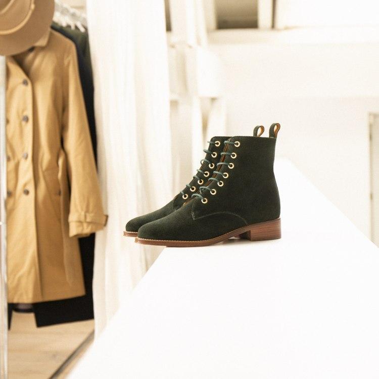 boots-flat-mid-heels-vert-empire-l-exploratrice.jpg