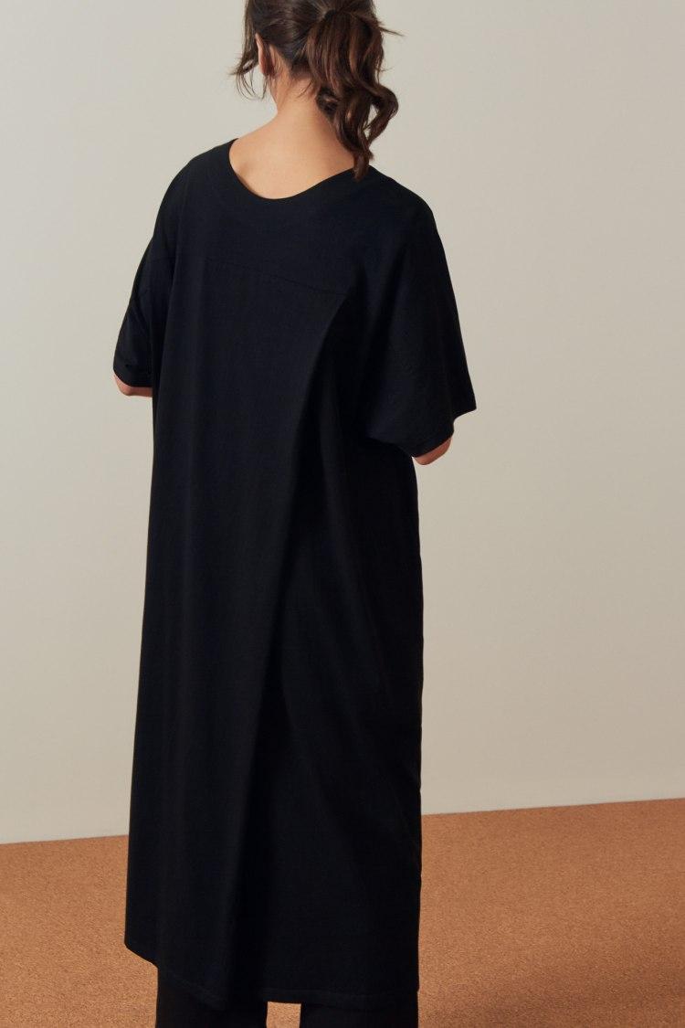 bb-pleat-dress_black_4636.jpg