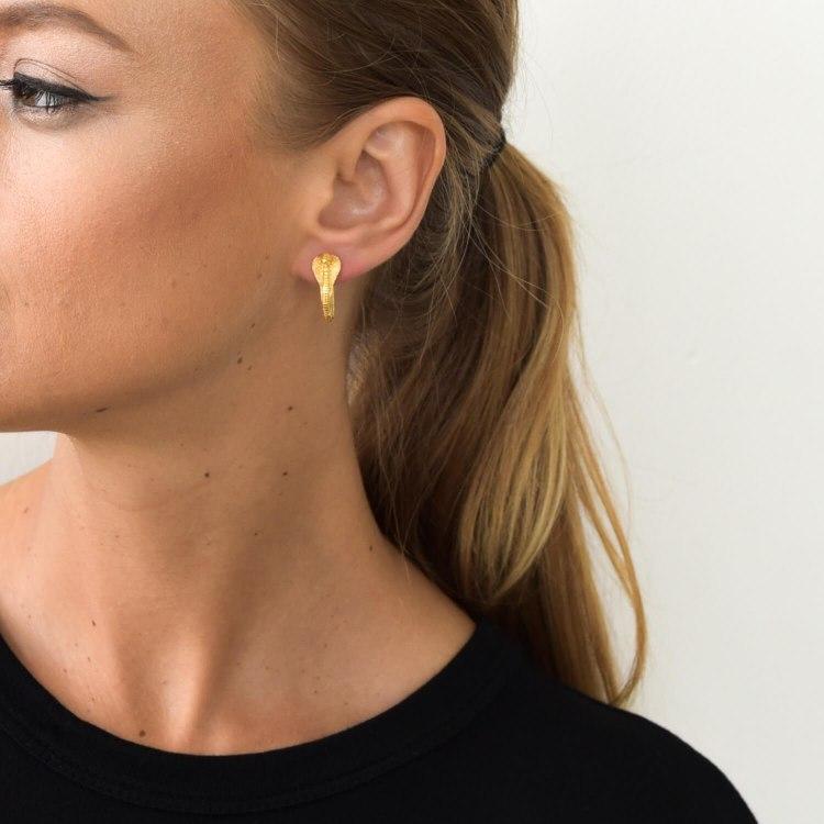 cobra_hoop_earring_gold.jpg