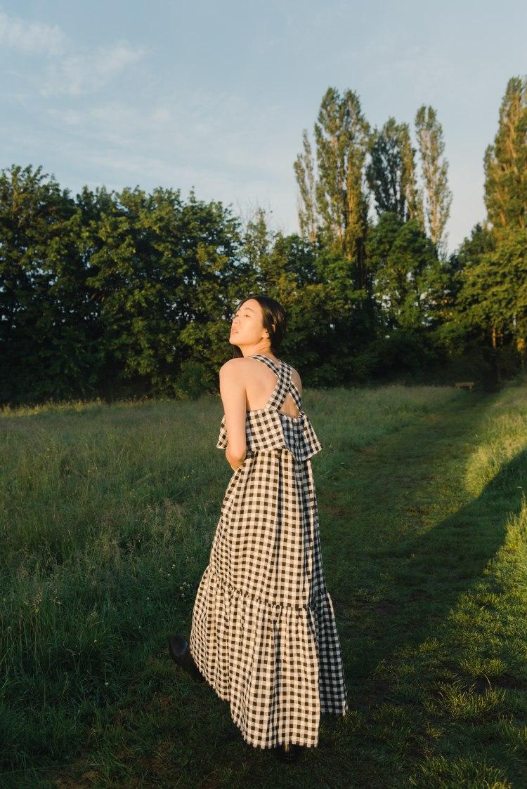 arya-gee_linen_dress_in_gingham__4_.jpg