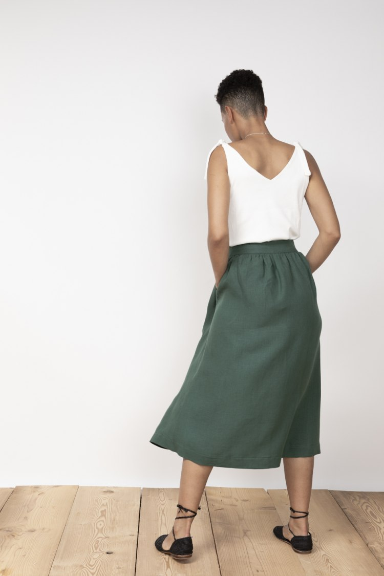 jf_ss20_lookbook_72dpi_lurdes_skirt_pinegreen_playa_top_white_02.jpg