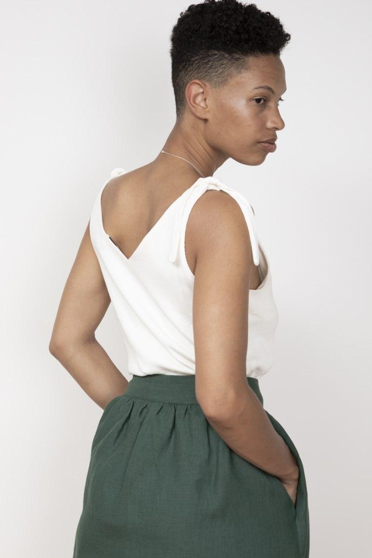 jf_ss20_lookbook_72dpi_lurdes_skirt_pinegreen_playa_top_white_05.jpg